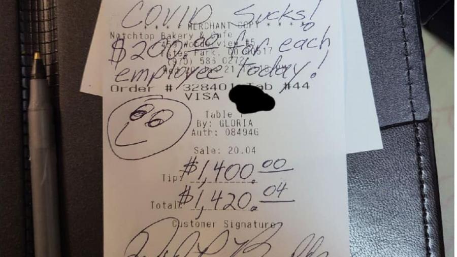 """""""A covid é uma merda! US $ 200 para cada funcionário hoje"""", escreveu o cliente na nota fiscal  - Reprodução/Facebook/Notchtop Bakery & Cafe"""