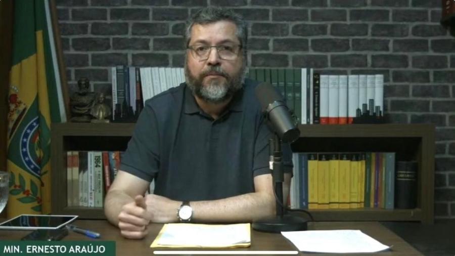O ministro Ernesto Araújo, das Relações Exteriores, durante live - Reprodução
