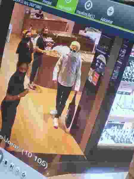 Câmeras de segurança flagraram movimentação do suspeito com disfarce no Shopping Vila Velha - Divulgação/Polícia Militar - Divulgação/Polícia Militar