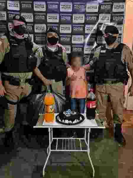 Policiais fazem festasurpresa a menino de 9 anos - Divulgação/Polícia Mlitar - Divulgação/Polícia Mlitar