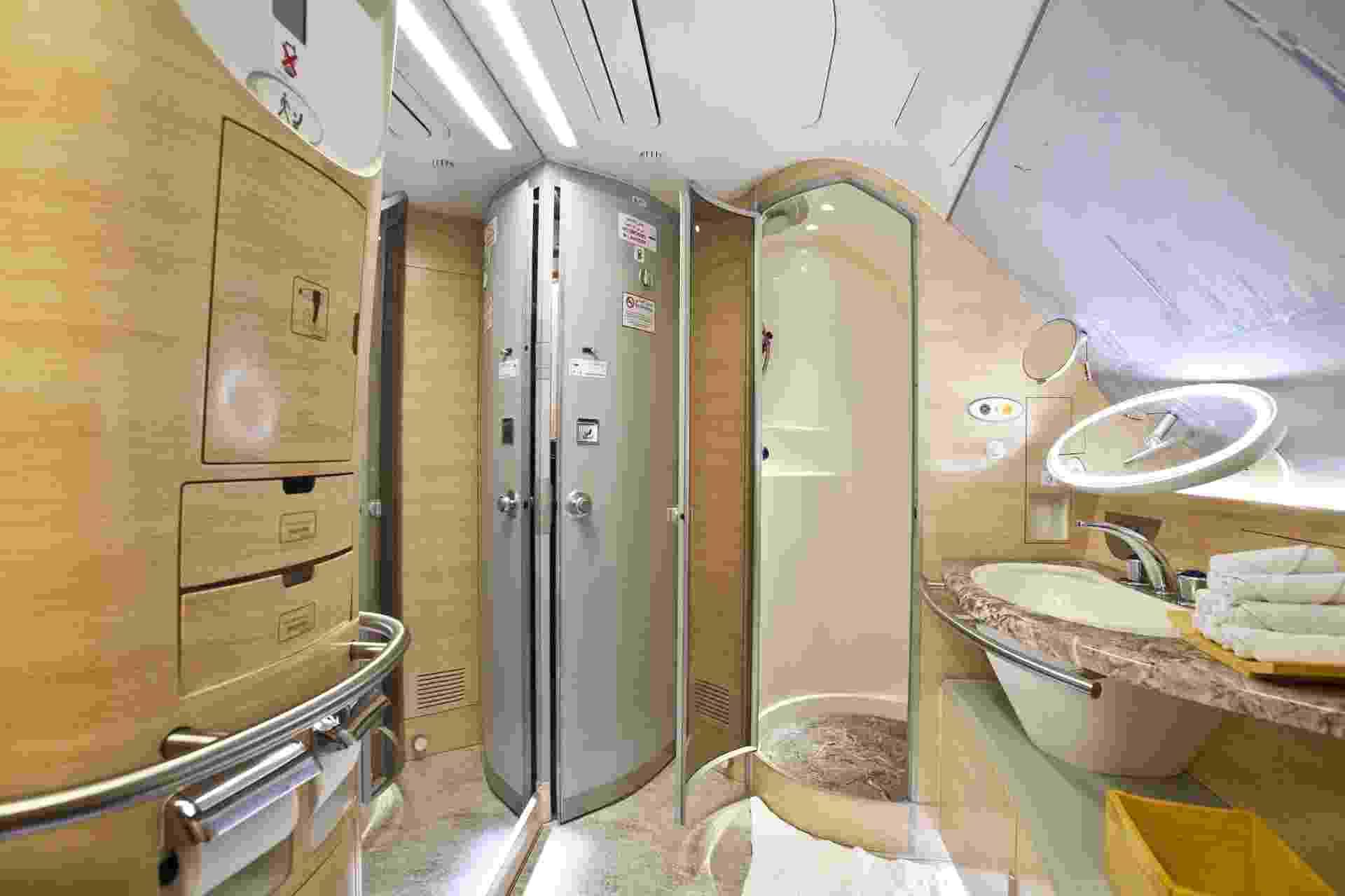Cada passageiro da primeira classe pode usar o espaço durante meia hora, incluindo cinco minutos na ducha - Lucas Lima/UOL