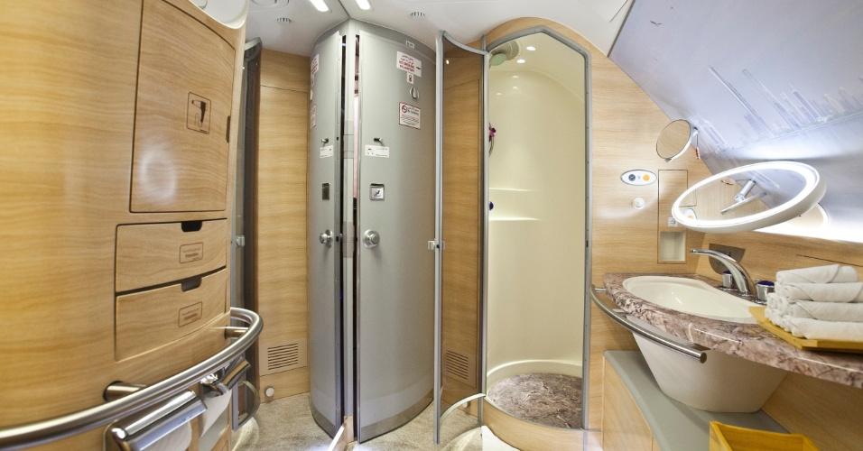 Cada passageiro da primeira classe pode usar o espaço durante meia hora, incluindo cinco minutos na ducha