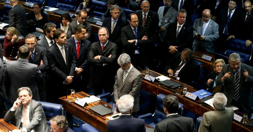 O líder do PT no Senado, Humberto Costa, na sessão que acatou detenção de Delcídio; partido foi o único a recomendar suspensão da prisão do senador do Mato Grosso do Sul