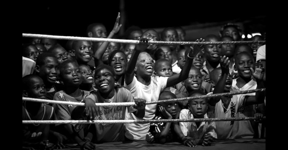 23.fev.2016 - Lute por seus Sonhos - Os Boxeadores de Bukom, foto de Patrick Sinkel, é finalista na categoria Esporte Profissional. O boxe é uma tradição em Bukom, uma região de Acra, capital de Gana. O país já deu ao mundo alguns campeões mundiais, sendo que o mais famoso foi Azumah Nelson