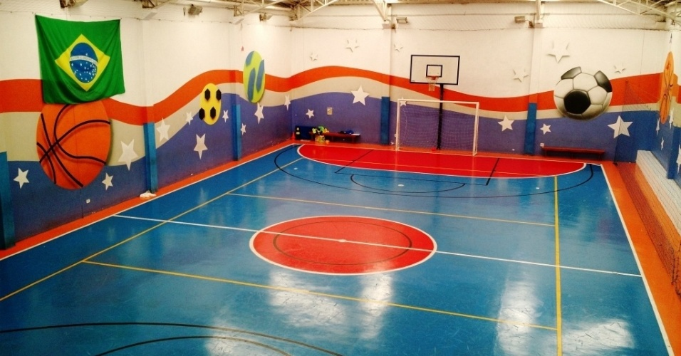Quadra de futebol de salão da Escola de Esportes Conviver, localizada na Penha, bairro da zona leste de São Paulo