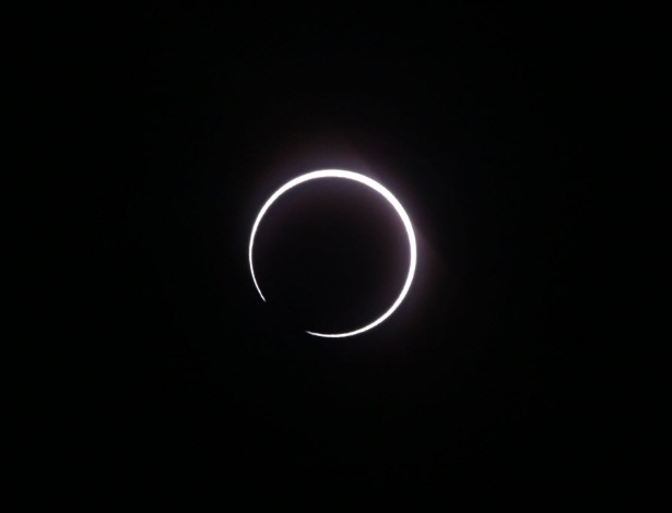 Eclipse solar visto de Saint Louis, na ilha de Reunião