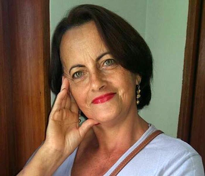 Aparecida Maria de Oliveira Batista, 52, é uma das sobreviventes que não foi ferida na chacina durante as confraternizações da virada do ano em Campinas, no interior de São Paulo. Ela é casada com Luiz João Batista, que foi hospitalizado, e mãe de Carolina, morta no ataque. O autor do crime é Sidnei Ramis de Araújo, 46, que se matou após matar a ex-mulher, o filho e outras dez pessoas na festa
