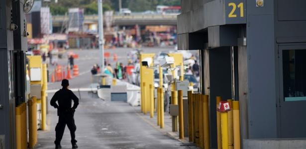 Fronteira entre o México e os EUA em San Ysidro, Califórnia