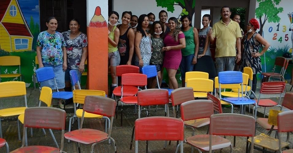 31.mai.2017 - Creche municipal, onde estão matriculadas 300 crianças, foi alagada e passa por mutirão de limpeza após fortes chuvas fazerem o rio invadir casas e construções públicas em Jacuípe (AL)