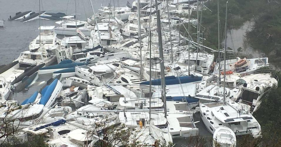 6.set.2017 - Embarcações encurraladas na costa na Baía do Paraquita, devido à passagem do furacão Irma por Tortola, nas Ilhas Virgens Britânicas