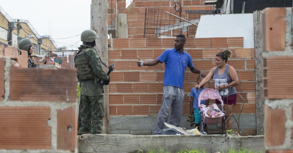 20.fev.2018 - Exercito, Policia Civil de Militar ocuparam as comunidade Kelson, regiao Norte, do Rio de Janeiro dando inicio a Intervencao Federal no Estado