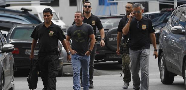 13.mar.2018 - O delegado Marcelo Martins (centro) é um dos alvos da operação