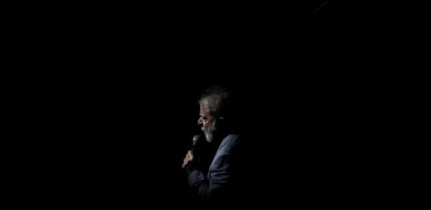 Lula precisa decidir até a tarde desta sexta se vai se entregar ou se resiste