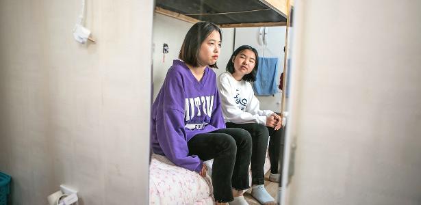 Estudantes da Escola Internacional Durihana do reverendo Chun Ki-won, que, na verdade, é um abrigo em Seul
