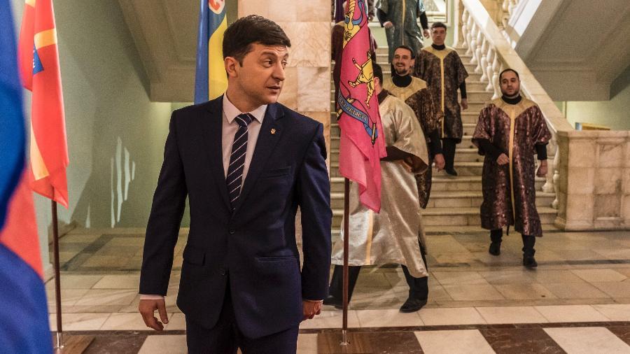 """Candidato Volodymyr Zelensky no set durante as filmagens de seu programa de televisão """"Servo do povo"""", em Kiev - Brendan Hoffman/The New York Times"""