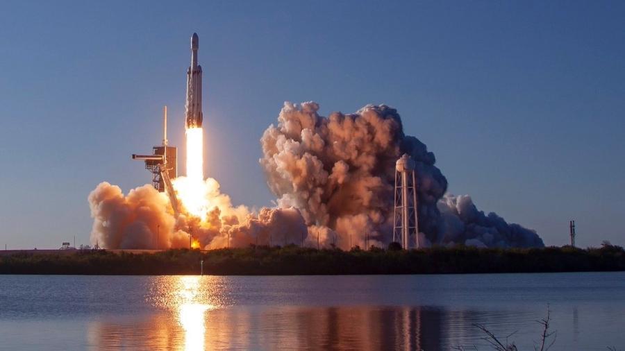 Voo de foguete de Musk foi lançado para colocar em órbita o satélite Arabsat 6A - Divulgação/Twitter @SpaceX