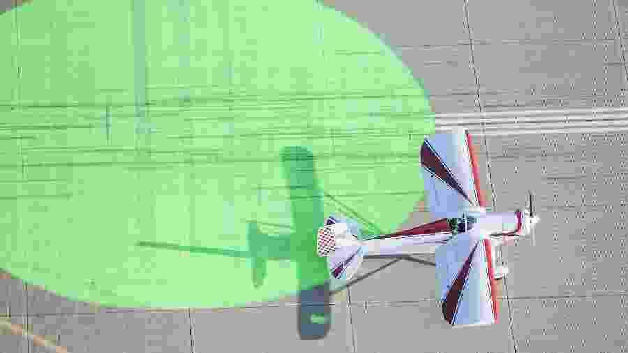 Pontos coloridos servem de referência para que mais de um avião pouse ao mesmo tempo em Oshkosh - Reprodução/EAA