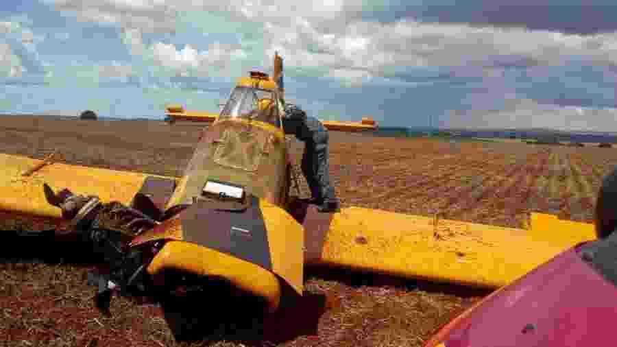 19.fev.2020 - Aeronave agrícola cai em fazenda em Minas Gerais - Corpo de Bombeiros de Minas Gerais