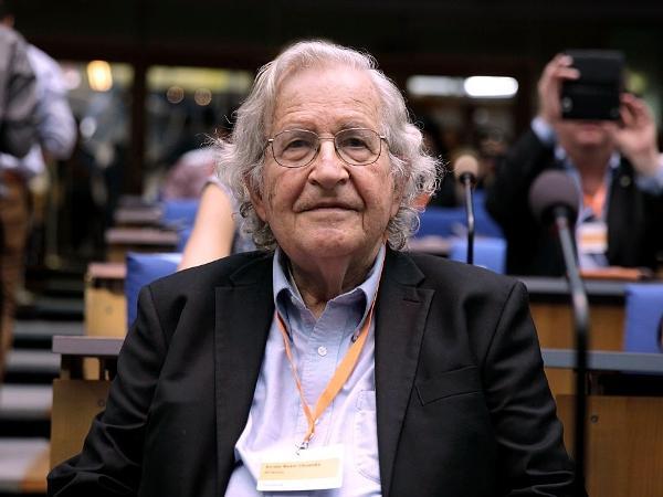 Noam Chomsky é professor de linguística no MIT (Instituto de Tecnologia de Massachusetts), nos EUA