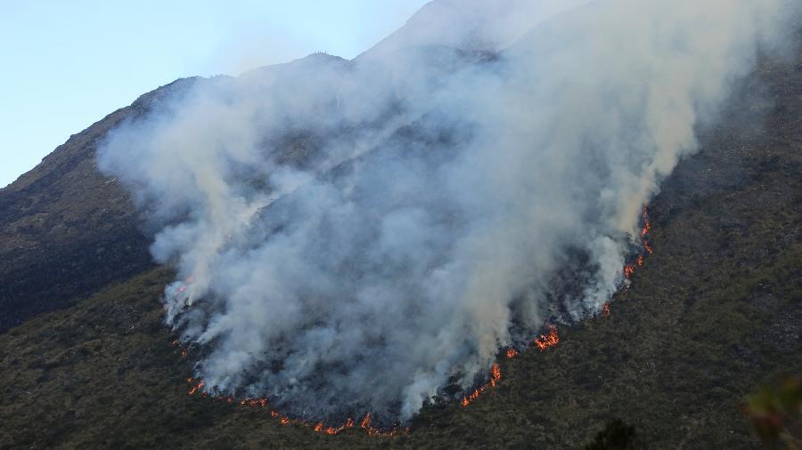 19.jul.2020 - Um incêndio de grandes proporções devasta a unidade de conservação da Serra da Mantiqueira, no Sul de Minas Gerais - Ernesto Carriço/Estadão Conteúdo