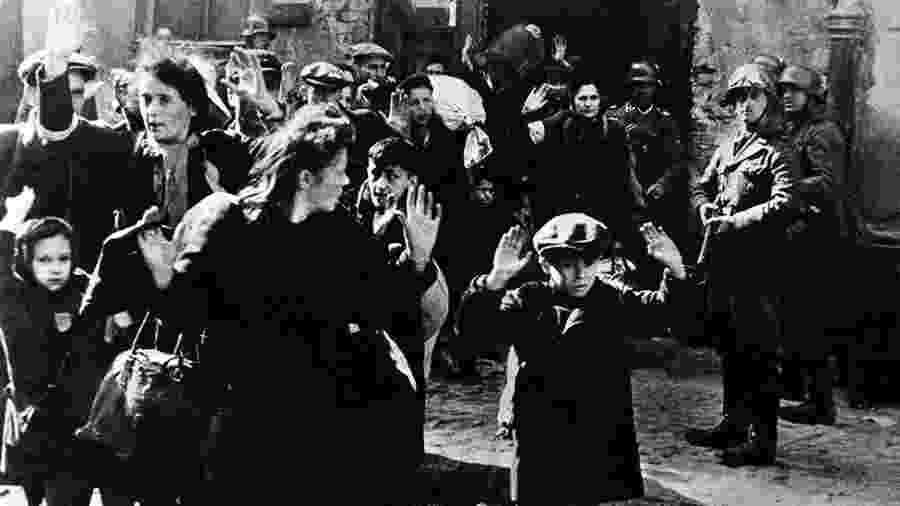Cerca de 450 mil judeus foram presos no Gueto de Varsóvia, onde os nazistas planejavam exterminá-los por fome e doenças - Getty Images