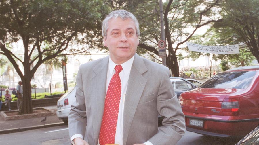 Ricardo Sérgio de Oliveira, ex-diretor do Banco do Brasil, presta depoimento em 2002 - MILTON MICHIDA/AE