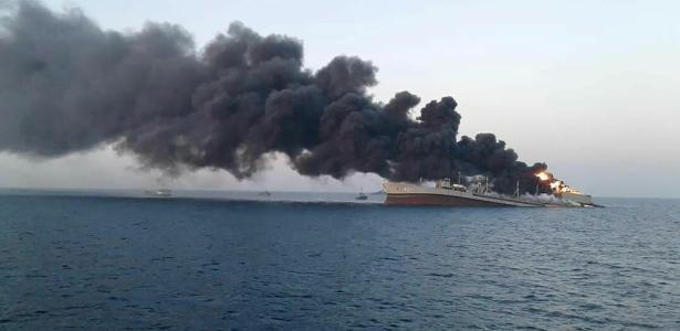 Atingido por incêndio | Maior navio da Marinha iraniana naufraga no Golfo de Omã