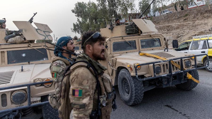 O carregamento contém suprimentos médicos para o tratamento de soldados feridos, equipamentos para um hospital, entre outros - REUTERS/Danish Siddiqui