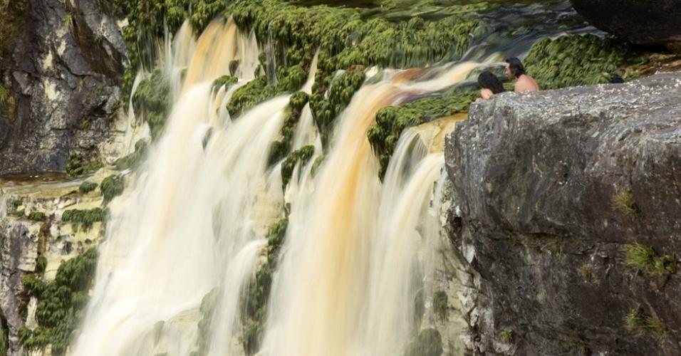 Local onde a cachoeira do Eldorado (ou Aracá) despenca do paredão rochoso do Monte Tantalita