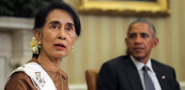A líder de Mianmar, Aung San Suu Kyi, se encontra com o presidente dos EUA, Barack Obama, no Salão Oval da Casa Branca, em Washington DC