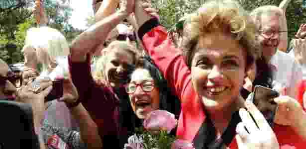 2.out.2016 - A ex-presidente Dilma Rousseff votou no primeiro turno em Porto Alegre  - Itamar Aguiar /Agência Free Lancer/Estadão Conteúdo