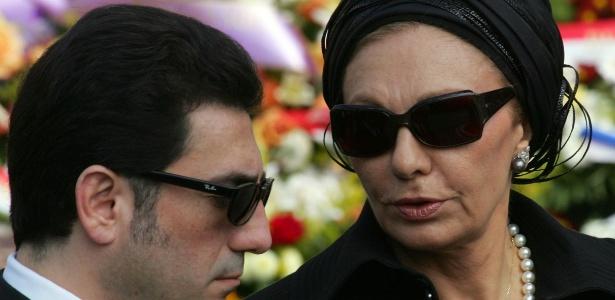 15.abr.2005 - Farah Pahlavi e seu filho Alirezza no funeral do príncipe Rainier 3º de Mônaco, em Monte Carlo - Jean Paul Pelissier/ Reuters