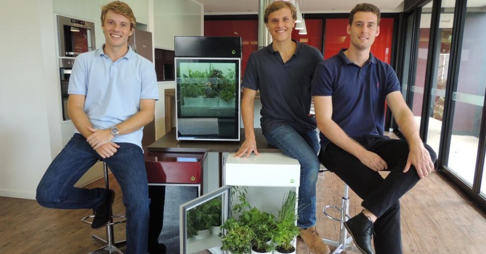 Da esq. para a dir., Bernardo Mattioda, Thomas Kollmann e George Haeffner, donos da Plantário, que produz estufas para cultivar hortas