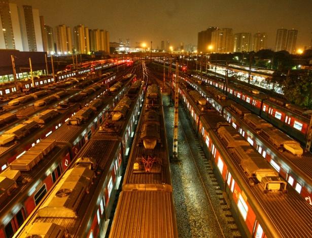 Trens parados no pátio da estação Presidente Altino, na Grande São Paulo - Aloisio Mauricio/Estadão Conteúdo