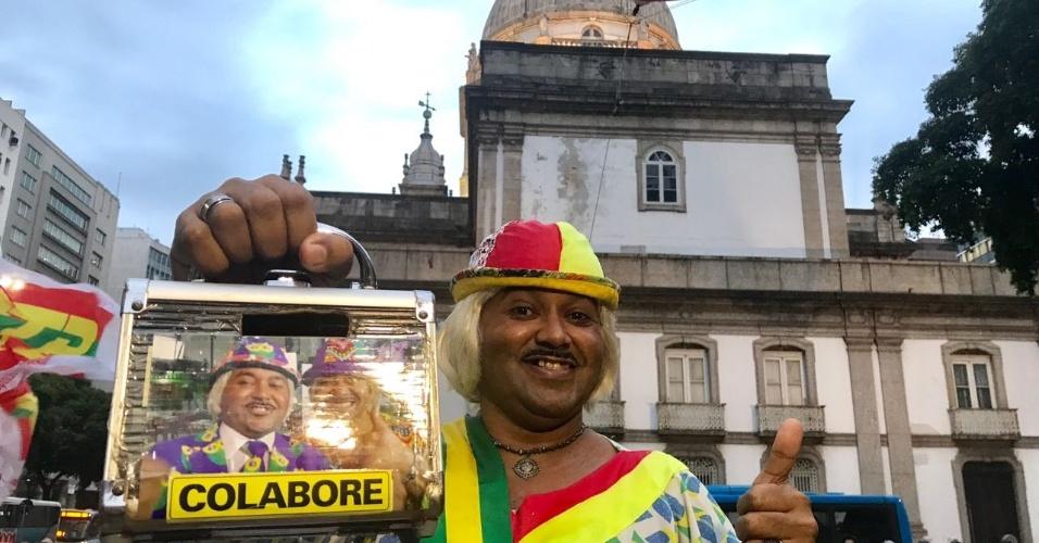 18.mai.2017 - Sósia de Tiririca comparece ao protesto no Rio de Janeiro
