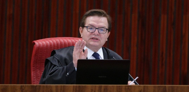 7.jun.2017 - O ministro e relator Herman Benjamin fala durante o segundo dia do julgamento da chapa Dilma-Temer no Tribunal Superior Eleitoral