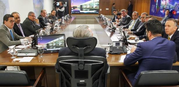 O presidente Michel Temer se reúne com parlamentares, no dia de 3 outubro