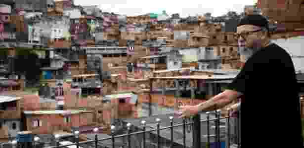 22.fev.2018 - Entre vielas e barracos de uma favela, o ex-rapper César Matheus fala do Islã em uma pequena mesquita na Grande São Paulo, onde, segundo ele, é preciso lutar diariamente contra o preconceito - Fernando Bizerra Jr./EFE - Fernando Bizerra Jr./EFE
