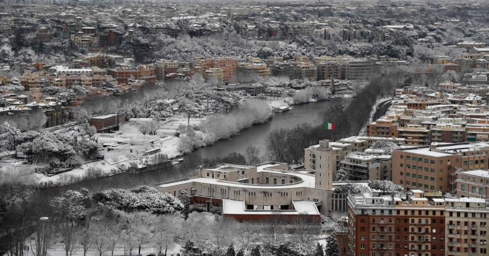 26.fev.2018 - Vista panorâmica de Roma coberta de neve