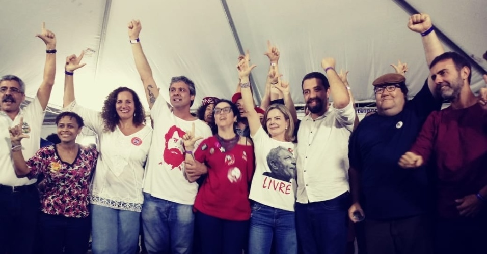 28.jul.2018 - Artistas e políticos do PT e de outros partidos participaram do Festival Lula Livre, no palco montado no bairro da Lapa, no centro do Rio