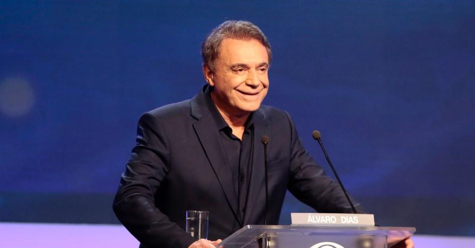 9.ago.2018 - O candidato a presidência da república Álvaro Dias durante o debate promovido pelo Grupo Bandeirantes de Comunicacão, na noite desta quinta-feira