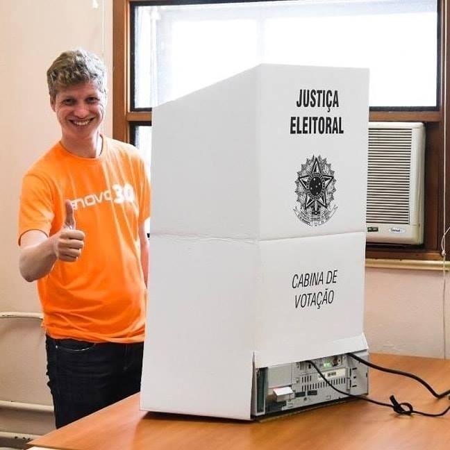 7.out.2018 - O candidato do Podemos Marcel van Hattem recebeu cerca de 350 mil votos e foi o mais votado do Rio Grande do Sul
