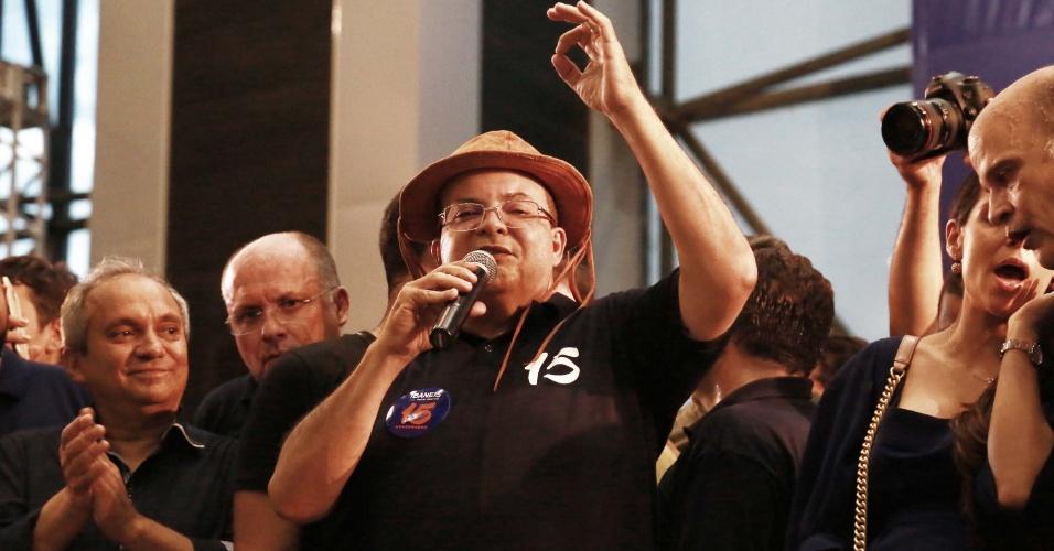 21.out.2018 - Estreante na política, o advogado Ibaneis Rocha (MDB) foi eleito governador do Distrito Federal com 69,8% dos votos (1,04 milhão). Ele comemora o resultado na cidade de Brasília, neste domingo (28)