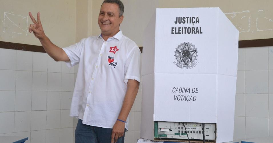 28.out.2018 - O Governador Rui Costa vota em escola em Salvador (BA)