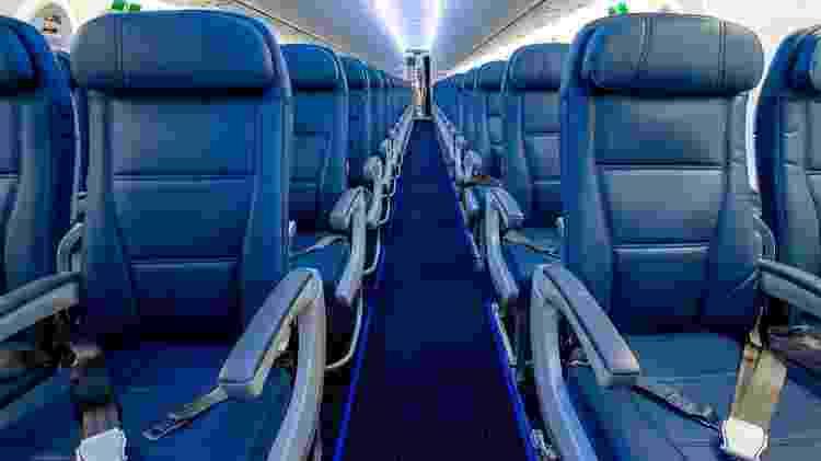 Detalhes do interior de um A220 da companhia aérea Delta Airlines (aviação; avião; voos; viagens; viagem; turismo; aeronave) - Chris Rank/Divulgação - Chris Rank/Divulgação