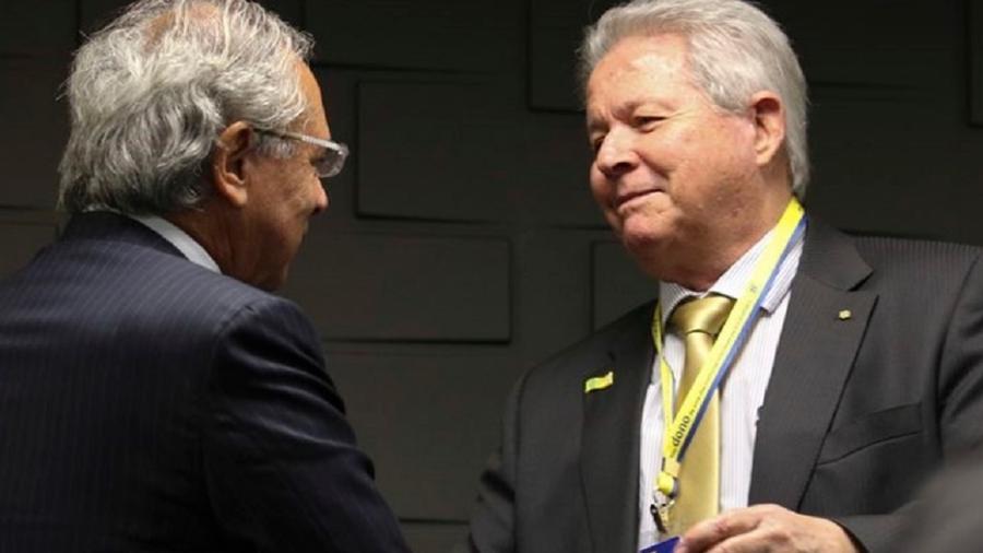 Rubem Novaes, presidente do Banco do Brasil, cumprimenta Paulo Guedes - Foto: Fabio Rodrigues Pozzebom/Agência Brasil