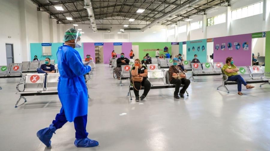 3.jul.2020 - Pessoas aguardam para realizar teste da covid-19 em Hermosillo, no estado de Sonora, no México - Luis Gutierrez/Norte Photo/Getty Images
