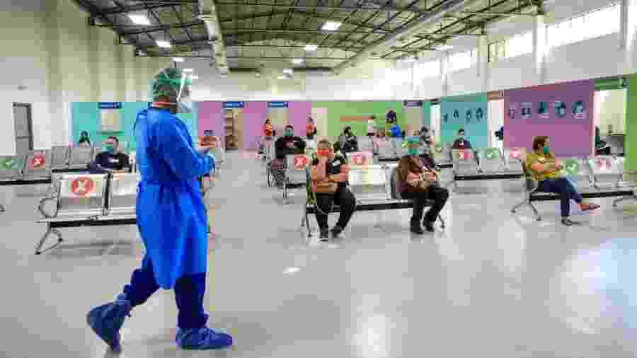 3.jul.2020 - Pessoas aguardam para realizar teste da covid-19 em Hermosillo, no México - Luis Gutierrez/Norte Photo/Getty Images