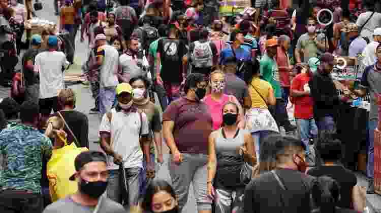 Rua 25 de Março, região central de São Paulo, tem movimentação intensa mesmo em meio à pandemia - Cris Fraga/Estadão Conteúdo - Cris Fraga/Estadão Conteúdo