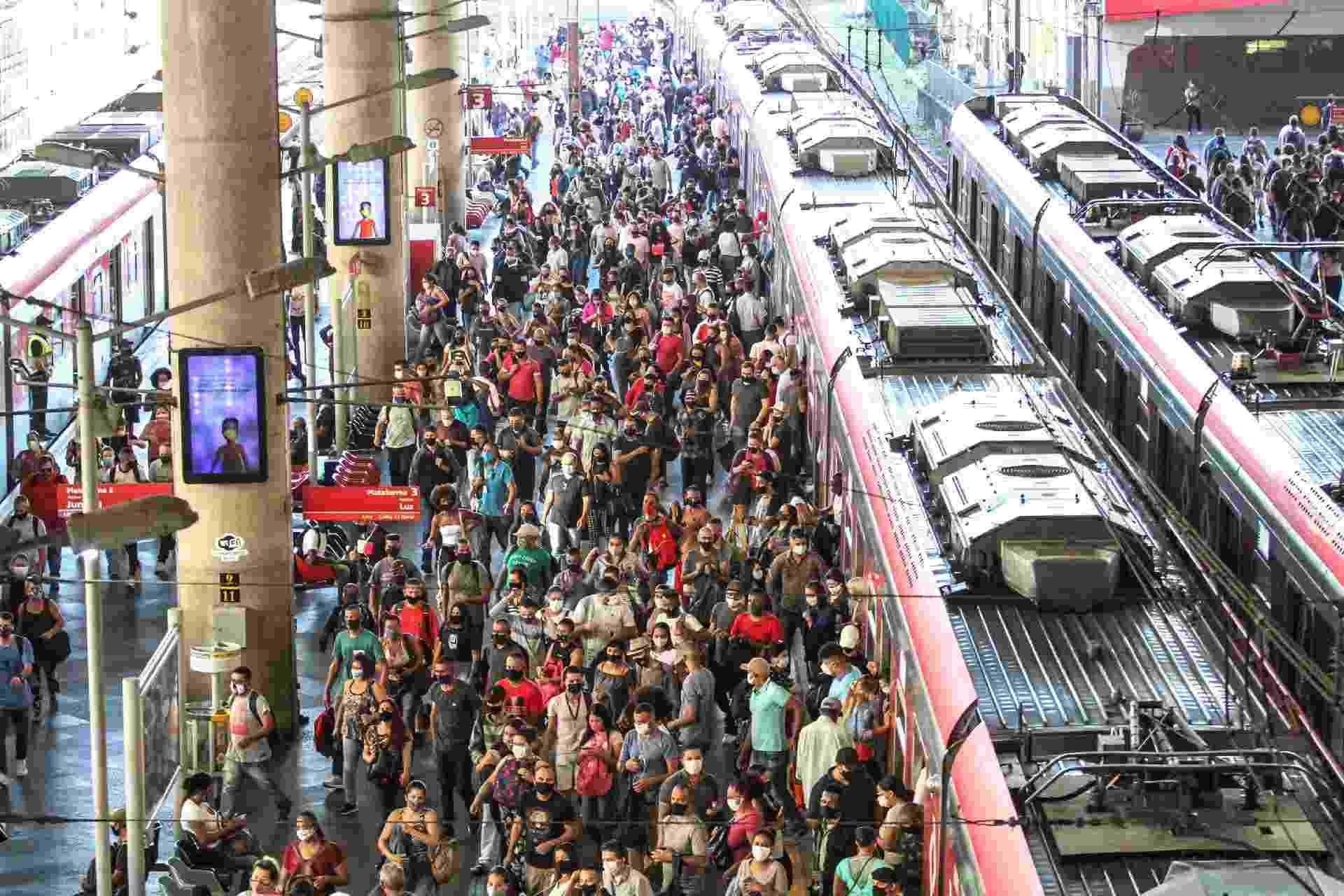 15 mar. 2021 - Movimento de passageiros na Estação Brás da CPTM, no centro de São Paulo - Bruno Escolastico/Photopress/Estadão Conteúdo